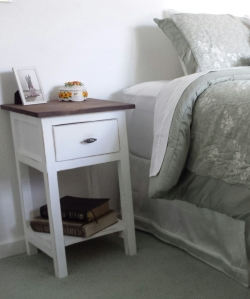 DIY Farmhouse Nightstand